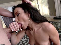 Jaw dropping babe Jennifer White provides her man with an unforgettable pleasure