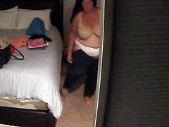 SPY ON GRANNY AFTER SHOWER BBW BIG TITS ESPIANDO ABUELA