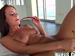 Rahyndee James - Her Pussy Tastes Like Candy - Shes A Freak