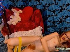 Fitness Naked Babe With Hairy Pussy Perform Exercises
