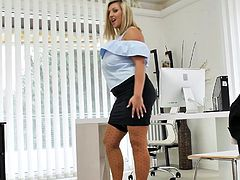 Curvy Czech milf Crystal Swift playing in the office
