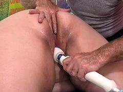 Hot n horny plumper visits a masseur He inspects her sexy naked body He kisses on her ass and belly He starts massaging her back and then oils her tits Then teases her pussy with sex toys and gives her orgasm