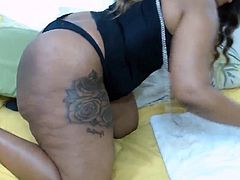 Ebony goddess with a bootylicious juicy booty for you to fuc