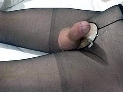 Twitching Handsfree Cumshot On Crotchless Pantyhose
