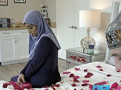 Violet Myers In Childbearing Hijab Hips